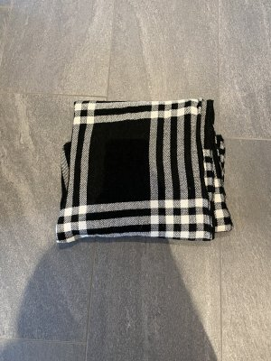 New Yorker Knitted Scarf white-black