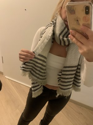 Reserved Knitted Scarf white-black