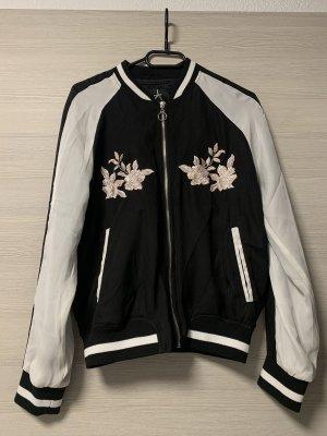 Schwarz/Weiße leichte Jacke mit Blumen