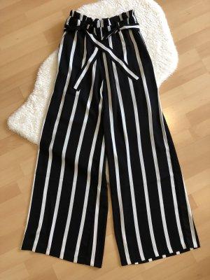 Schwarz/weiße Paperbag-Hose von PIECES