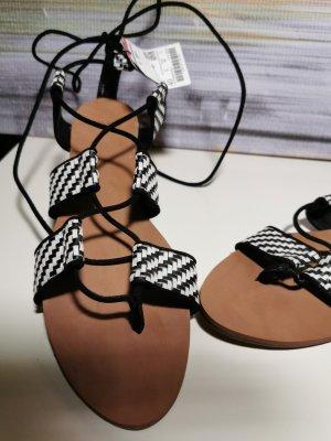 Schwarz weiße Sandalen - Zara