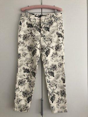 Schwarz/weiße Skinny Hose mit Blumenmuster von Zara