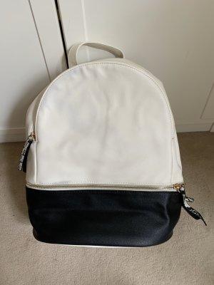 Schwarz-weißer Rucksack mit Animalprint Detail