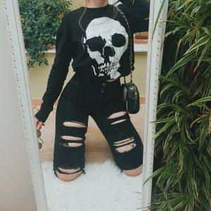 Schwarz-weißer Totenkopf-Sweater