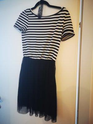 Schwarz weißes Ärmelkleid mit Tüllrock + Choker