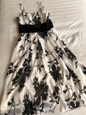 Schwarz/weißes Blumenkleid