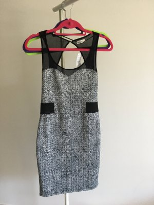 Schwarz-weisses Kleid