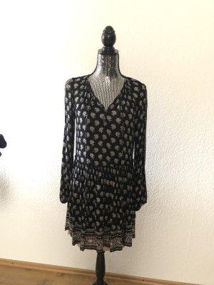 Schwarz-weißes Minikleid mit Ausschnitt