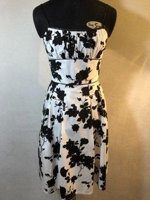 Schwarz weißes Sommerkleid