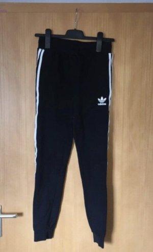 Schwarze Adidas Jogginghose