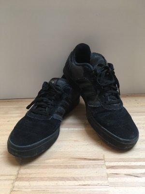 Schwarze Adidas Sneaker