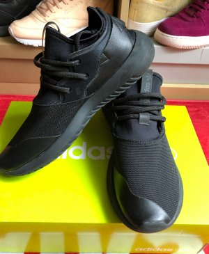 Schwarze Adidas Sneakers 39 1/3