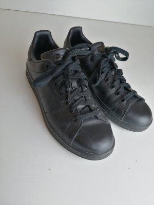 Schwarze Adidas Stan Smith Größe 40 UK 6 1/2