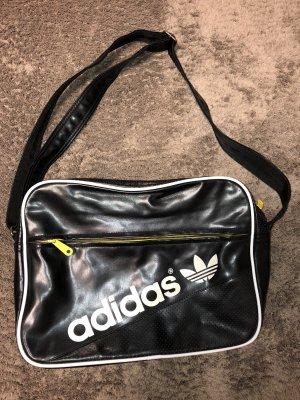 Schwarze Adidas Tasche