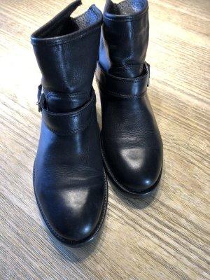 schwarze AKIRA Leder- Boots