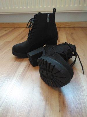 Schwarze Ankle Boots mit Absatz