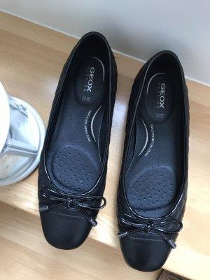 Schwarze Ballerinas von Geox mit Schleife