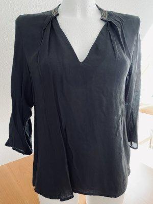 Schwarze Bluse mit besticktem Stehkragen