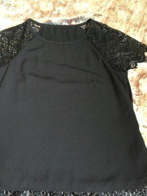 Schwarze Bluse mit elegante Spitze kombiniert