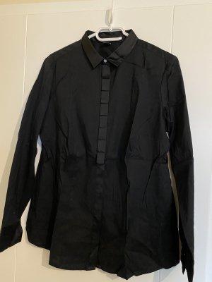Schwarze Bluse mit schicken Details