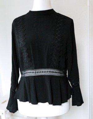 Schwarze Bluse mit Schößchen