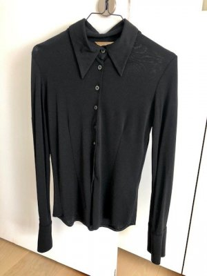 Schwarze Bluse mit spitzem Kragen