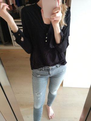 Schwarze Bluse mit Stickerei an der Schulter