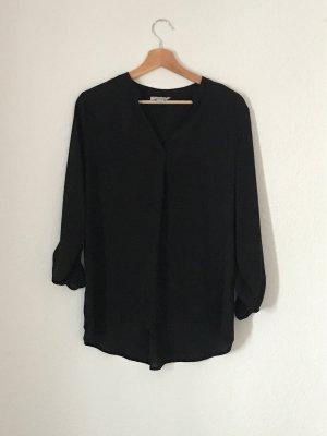Schwarze Bluse ohne Kragen