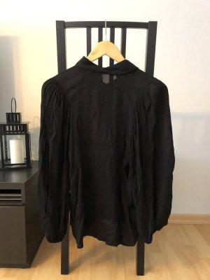 schwarze Bluse von Mango