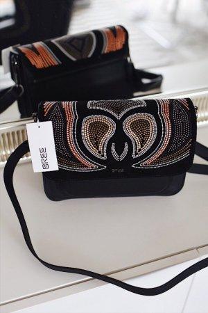 Schwarze Bree Campridge Umhängetasche aus Echtleder mit Perlenverzierungen