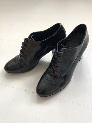 San Marina Wingtip Shoes black leather