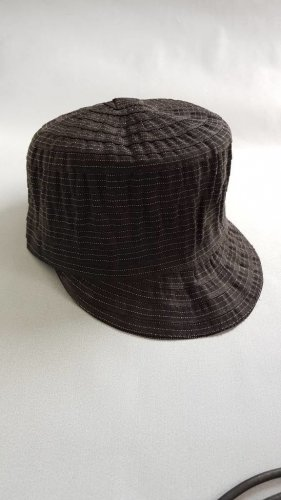 schwarze Damenschirmmütze mit silberfarbenen Fäden