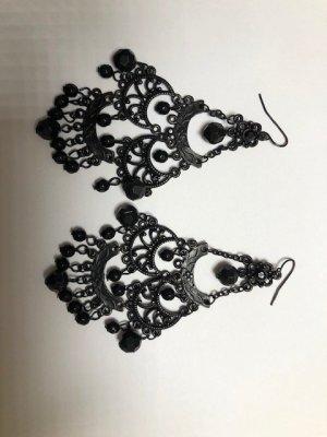schwarze elegante Ohrhänger mit Glassteinchen