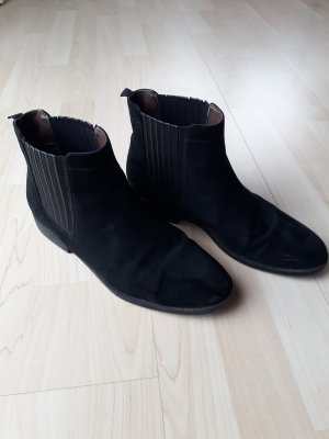 schwarze flache Boots
