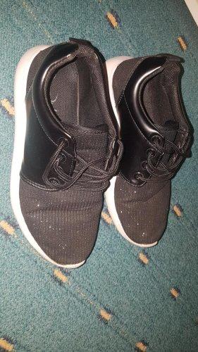 Schwarze, glitzernde Sneaker