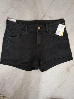 schwarze H&M shorts