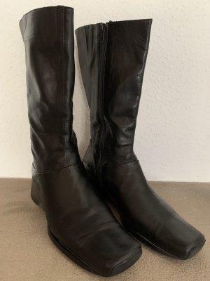 Schwarze halbhohe Stiefel