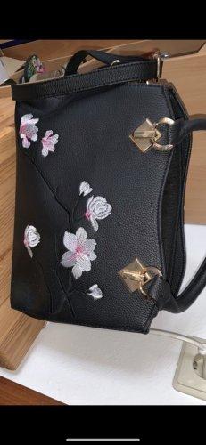 Schwarze Handtasche mit Blumen