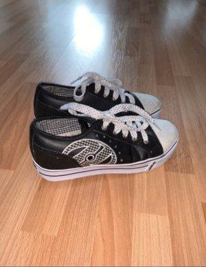 Schwarze Heelys