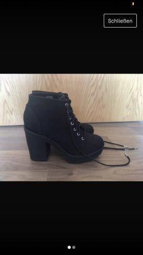 H&M Buty z krótką cholewką na platformie czarny