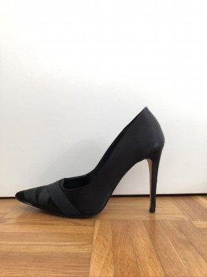 Schwarze High-Heels aus Satin
