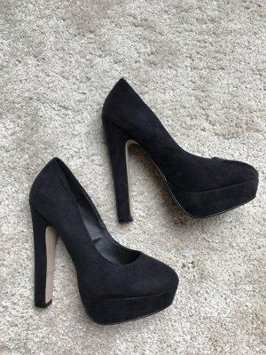 schwarze High Heels in optik
