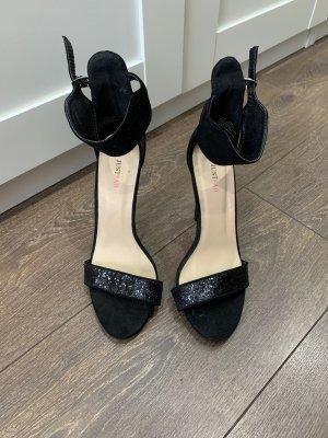 Schwarze High Heels JustFab