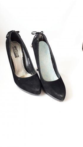 Schwarze High Heels mit silbernem Absatz