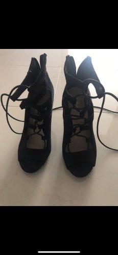 Schwarze High Heels zum Schnüren