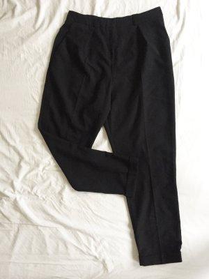 Schwarze High Waist Bundfaltenhose / Zigarettenhose von ASOS NEU mit dezenten Hosentaschen