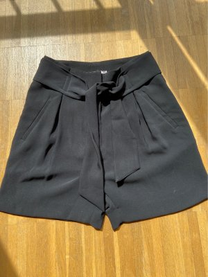 schwarze High-Waist-Shorts