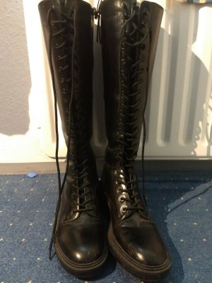 Schwarze hochgeschnürte Underknee Stiefel