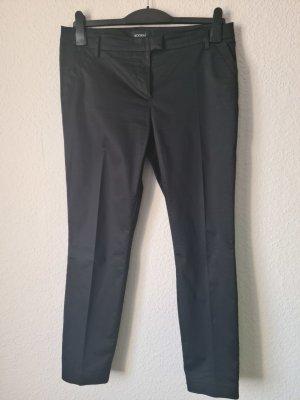 Schwarze Hose aus satiniertem Stoff