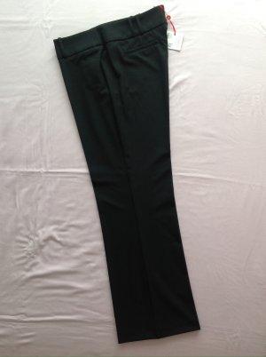 Schwarze Hose Marlene-Stil mit leichtem Schlag - Esprit Model: Luella